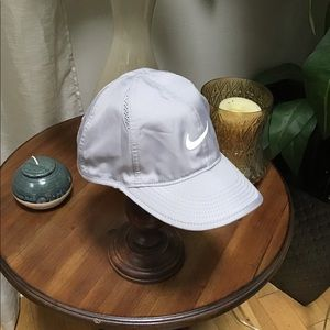 Nike dri fit cap featherlight hat gray white